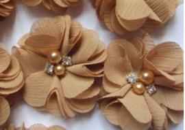 Bloem chiffon met parels & strass goud