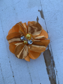 Bloem chiffon met parels & strass metalic oranje