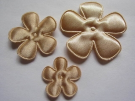 Satijnen bloem  tan 2,5cm