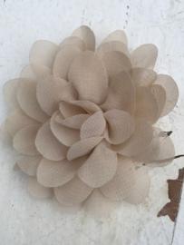 Chiffon bloem zand 7cm
