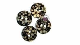 Parelmoer knoop zwart met witte bloem 1.5cm
