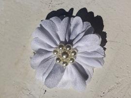 Bloem  met parels wit 6 cm