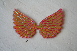 Vleugels  rood glimmend