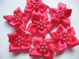Satijnen bloem & parels hot pink 3 cm