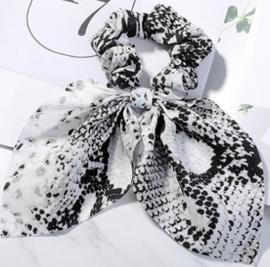Scrunchies Haarwokkel met lint slangprint zwart grijs