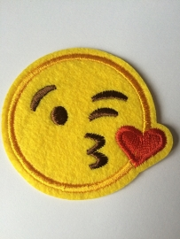 Opstrijk applicatie emoticons knipoog hartje