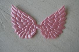 Vleugels roze satijn