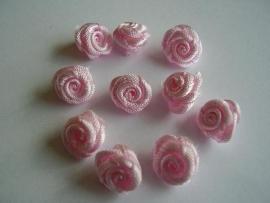 R03 Roosjes pastel roze 1cm (10)