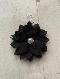 Luxe bloem satijn met parel/strass zwart 5.5cm