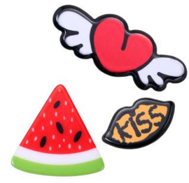 Broches/Pins Flying Heart-kiss-meloen