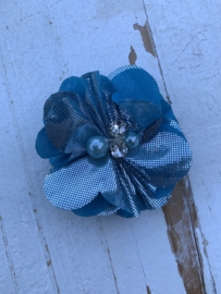 Bloem chiffon met parels & strass metalic blue