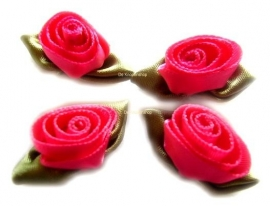 Fuchsia opgerolde roosjes met blad (4)