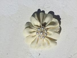 Bloem  met parels ivoor 6 cm
