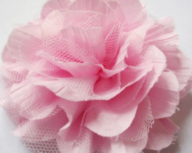 Bloem satijn roze met roze tule 12.5 cm