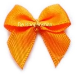 Satijnen oranje  strikjes