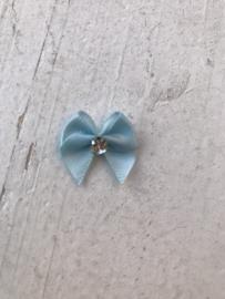 Strikje licht blauw  satijn met strass diamant