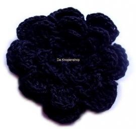 A0228b Gehaakte katoenen bloem zwart