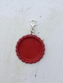 Bottlecap hanger rood met hanger