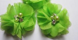 Bloem chiffon met parels & strass lime groen