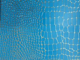krokodillenprint leer met fijne goud lijntjes aqua