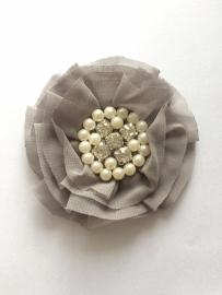 Luxe bloem met strass en parels grijs