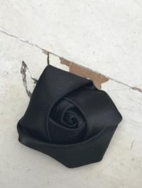 Bloem satijn roos zwart