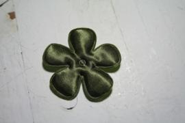 Satijnen applicatie bloem legergroen 4.7cm