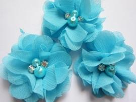 Bloem chiffon met parels & strass pool blue