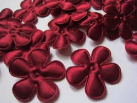 Satijnen bloem ruby wine/bordeaux 4.7 cm