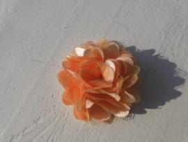 Stoffen satijn bloem met schijfje 5cm *zalm* pst