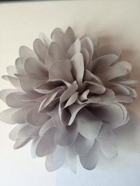 Bloemen chiffon 11 cm zilver grijs