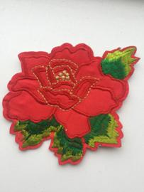Rode roos met blad