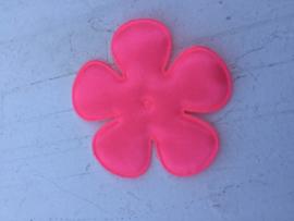 Satijnen applicatie bloem shoking neon pink(z8) satijn 6.5 cm