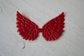 Vleugels rood satijn
