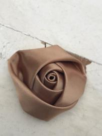 Bloem satijn roos beige