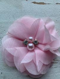 Bloem glitter chiffon met parels & strass licht roze 8cm