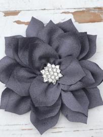 Luxe bloem satijn met ster strass grijs