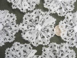 Kanten rozet/bloem wit pst 5cm