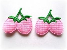 A069 Aardbeitjes roze geruit