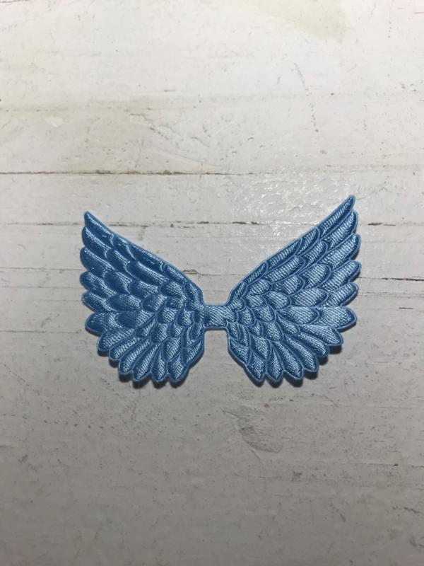 Vleugels licht blauw satijn