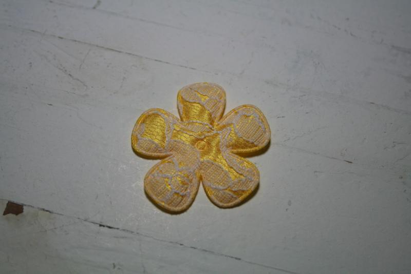 Bloem satijn/kant geel 3.5cm