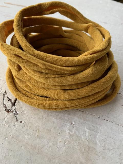 Haarbandje nylon oker geel
