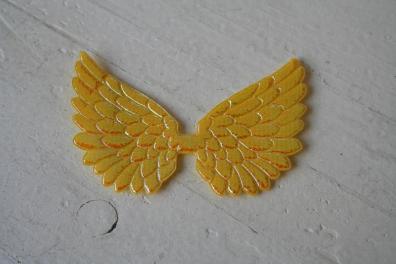 Vleugels  geel glimmend