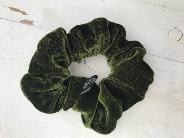 Velvet scrunchie legergroen