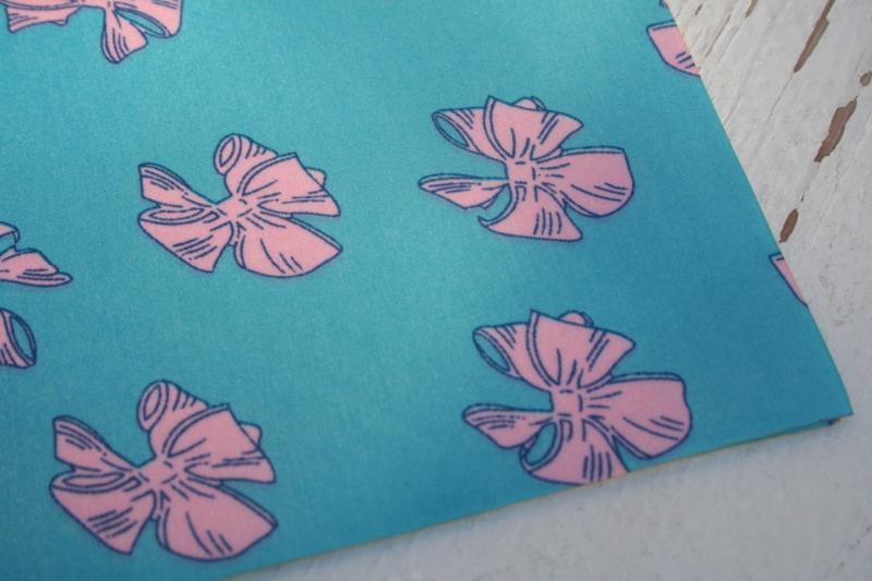 Leer strikken motief aqua/roze