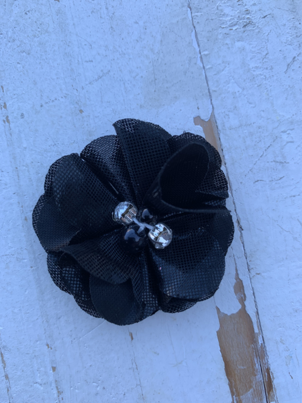 Bloem chiffon met parels & strass metalic zwart