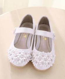 Bruidsschoenen wit met bloemen