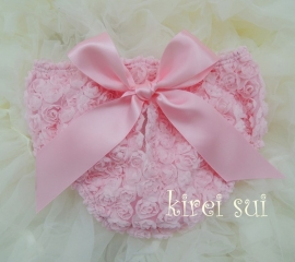 Luierbroekje romantische roosjes roze met roze strik