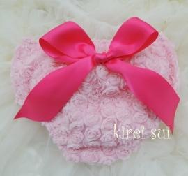 Luierbroekje romantische roosjes roze met pink strik