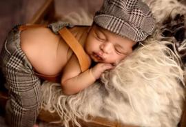 Broek met bretels en platte cap,newborn setje,bruin